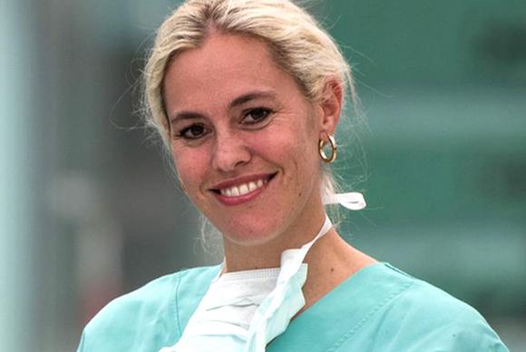 DR. MED. UNIV. SELINA BUCHNER