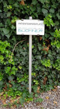 Schild Parkplatz Dr. Buchner